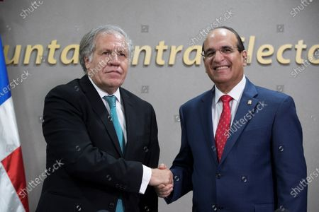 General secretary of the Organization of American State (OAS) Luis Almagro (L) and President of the Dominican Central Electoral Board Julio Cesar Castanos (R) shake hands during the signing of an agreement to audit the electronic voting process in the suspended municipal elections, in Santo Domingo, Dominican Repulic, 02 March 2020. The signed agreement aims to 'identify the cause(s) due to which the correct implementation of the electronic vote was not possible,' said OAS Secretary General Luis Almagro after signing the agreement.