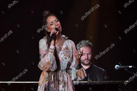Leona Lewis performing a duet with Calum Scott