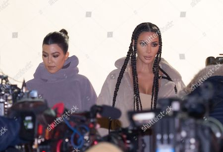 Kourtney Kardashian (L) and Kim Kardashian West