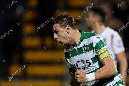 Sporting's Sebastian Coates celebrates after scoring during the Portuguese First League soccer match between Famalicao and Sporting held at 22 June Municipal stadium, in Famalicao, north of Portugal, 03 March 2020.