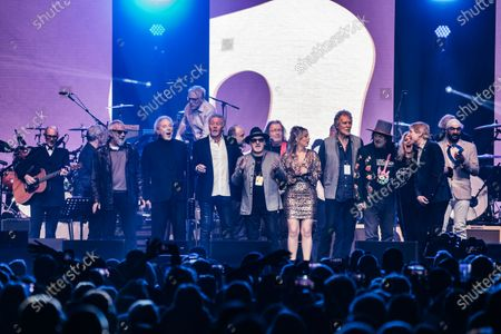 Nick Mason, Yusuf Islam, Tom Jones, Paul Young, Paul Carrack, John Illsley, Zucchero Fornaciari, Paul Jones and Bonnie Tyler