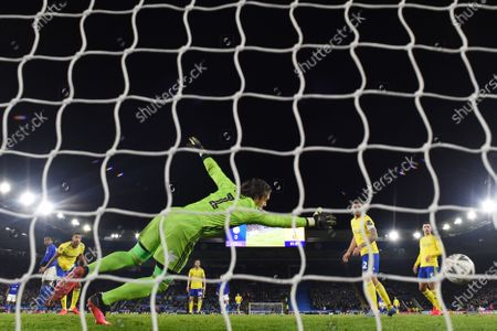 Ricardo Pereira of Leicester City scores a goal to make it 1-0.