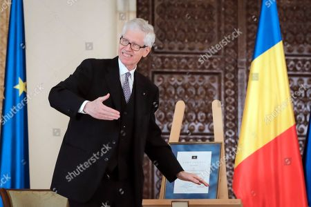 Stock Image of Prince Nikolaus of Liechtenstein gestures before presenting Romanian President Klaus Iohannis with the 2020 European Society Coudenhove-Kalergi prize at the Cotroceni presidential palace in Bucharest, Romania