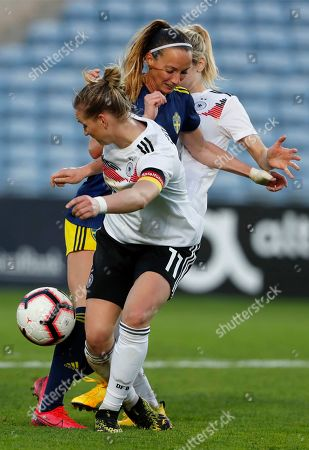 Sweden's Kosovare Asllani is pressed between Germany's Kathrin Hendrich and Alexandra Popp, left, during the Algarve Cup women's soccer match between Germany and Sweden at the Algarve stadium, outside Faro, Portugal