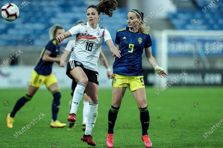 Germany's Melanie Leupolz (L) in action against Sweden's Kosovare Asllani during the Algarve Cup soccer match between Germany and Sweden held at Algarve stadium, in Loule, Faro, south of Portugal, 04 March 2020.
