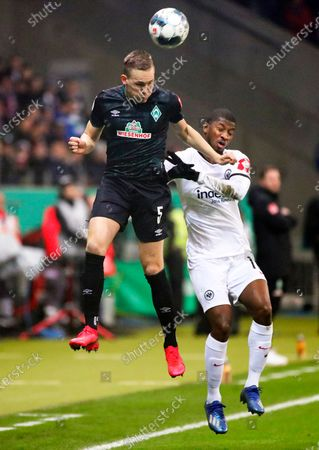 Bremen's Ludwig Augustinsson (L) in action against Eintracht Frankfurt's Almamy Toure (R) during the German DFB Cup quarter final soccer match between Eintracht Frankfurt and Werder Bremen in Frankfurt Main, Germany, 04 March 2020.