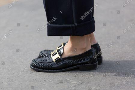 Yoyo Cao, shoe detail