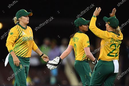 Dane Van Niekerk of South Africa (L) celebrates with teammates after taking a catch to dismiss Alyssa Healy of Australia from the bowling of Ayabonga Khaka of South Africa during the Women's T20 World Cup semi-final match between Australia and South Africa at the Sydney Cricket Ground (SCG) in Sydney, Australia, 05 March 2020.