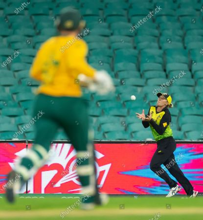 Lizelle Lee of South Africa out caught Ashleigh Gardner of Australia (R) during the Women's T20 World Cup semi-final match between Australia and South Africa at the Sydney Cricket Ground (SCG) in Sydney, Australia, 05 March 2020.