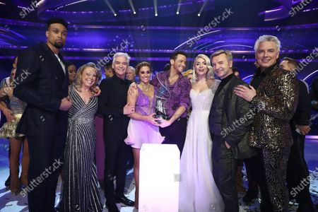 Stock Image of Dancing On Ice 2020' winners Joe Swash and Alex Murphy with Ashley Banjo, Jayne Torvill, Phillip Schofield, Holly Willoughby, Christopher Dean and John Barrowman