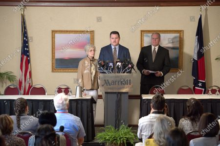 Stock Picture of Cameron Britton as Richard Jewell, Judith Light as Bobbi Jewell and Jay O. Sanders as Watson Bryant