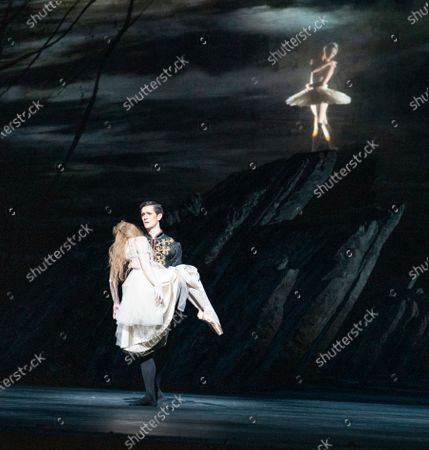 William Bracewell as Prince Siegfried, Lauren Cuthbertson as Odette/Odile,