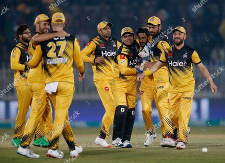 Peshawar Zalmi pacer Hasan Ali, third right, celebrates with teammates after taking the wicket of Quetta Gladiators batsman Shane Watson during a Pakistan Super League T20 cricket match, in Rawalpindi, Pakistan