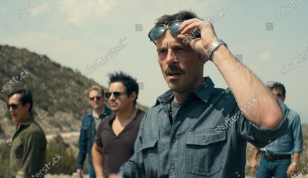 Jero Medina as Ossie Mejía, Matt Biedel as Daryl Petsky, Jesse Garcia as Sal Orozco, Scoot McNairy as Walt Breslin and Miguel Rodarte as Danilo Garza
