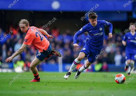 Mason Mount of Chelsea beats Tom Davies of Everton  Picture Dave Shopland /Shutterstock