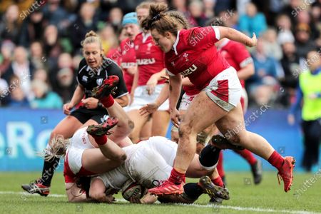 England Women vs Wales Women. England's Amy Cokayne scores a try