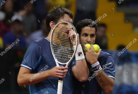 Horacio Zeballos, M'ximo Gonzalez. Argentina's Horacio Zeballos, left, and Maximo Gonzalez, strategize during their Davis Cup Rakuten Qualifiers tennis doubles match against Colombia's Robert Farah and nJuan Sebastian Cabal, in Bogota, Colombia, Saturday, March, 7, 2020