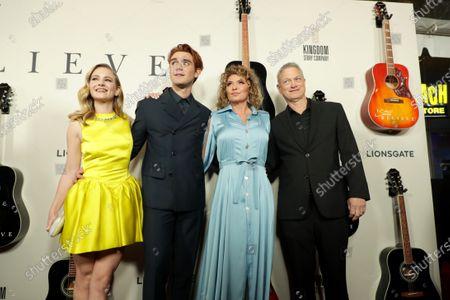 Britt Robertson, KJ Apa, Shania Twain, Gary Sinise