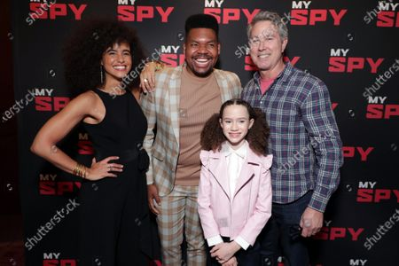 Stock Image of Parisa Fitz-Henley, Devere Rogers, Chloe Coleman and Director Peter Segal