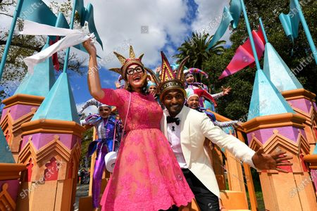 Moomba monarchs Nazeem Hussain (R) and Julia Morris (L) hold toilet paper as they pose for a photograph during the 2020 Moomba parade in Melbourne, Australia, 09 March 2020.