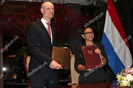 Stef Blok, Retno Marsudi. Netherlands' Foreign Minister Stef Blok, left, stands with his Indonesian counterpart Retno Marsudi as their exchange signed agreements during their meeting in Jakarta, Indonesia