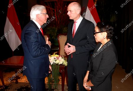 Indonesia's Foreign Minister Retno Marsudi  (R) is accompanied by her Dutch counterpart Stef Blok (C) as they talk to Clingendael academy director Ron Ton (L) shortly after a signing ceremony in Jakarta, Indonesia, 09 March 2010. Blok is in Jakarta as part of the  Dutch King Willem-Alexander and Queen Maxima's five-day state visit to Indonesia.