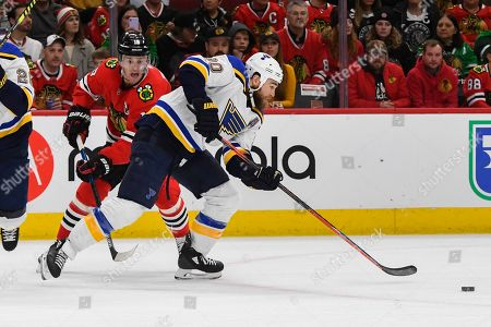 Ryan O'Reilly, Jonathan Toews. St. Louis Blues center Ryan O'Reilly (90) shoots away for Chicago Blackhawks center Jonathan Toews (19) during the first period, in Chicago