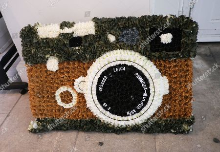 Leica shaped floral tribute