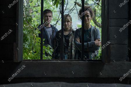 Connor Jessup as Tyler Locke, Emilia Jones as Kinsey Locke and Sherri Saum as Ellie Whedon