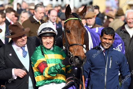 , Cheltenham, Champ with Barry Geraghty and trainer Nicky Henderson (left) after winning the RSA Chase at Cheltenham racecourse, GB.
