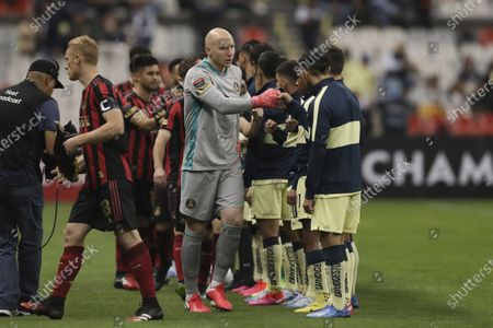 Brad Guzan goalkeeper of Atlanta United, center, gets fist-bumps from America's players prior to a CONCACAF Champions League soccer game at Azteca stadium in Mexico City