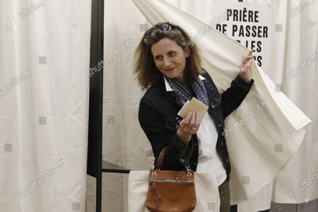 Robert Menard's wife Emmanuelle Menard votes during the first round of the French municipal elections in Beziers, France, 15 March 2020. France is holding nationwide elections to choose all of its mayors and other local leaders despite a crackdown on public gatherings because of the new Covid-19 coronavirus. Several European countries have closed borders, schools as well as public facilities, and have cancelled most major sports and entertainment events in order to prevent the spread of the SARS-CoV-2 coronavirus causing the Covid-19 disease.