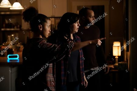 Ashley Aufderheide as Mia Evans, Allison Tolman as Jo Evans and Donald Faison as Alex Evans