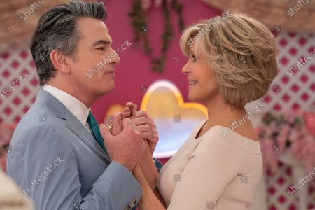 Peter Gallagher as Nick and Jane Fonda as Grace Hanson