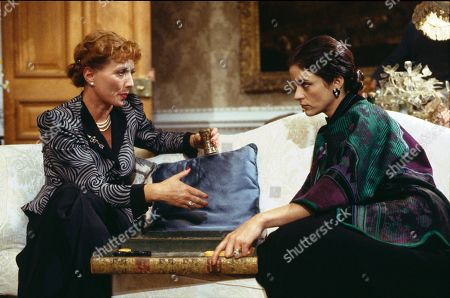 Stephane Audran as Cara and Diana Quick as Julia Flyte/Julia Mottram