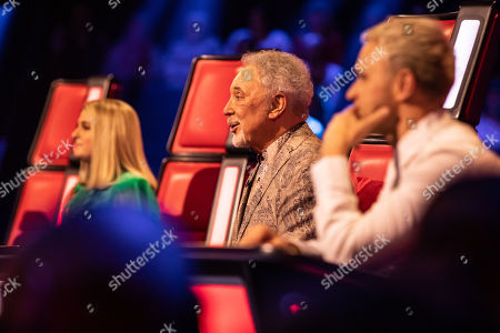 Team Tom: So Diva perform, watched by Meghan Trainor, Tom Jones, and Olly Murs.