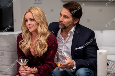 Stock Image of Jane Krakowski as Beth Barnes Beagle and Robb Derringer as Chad Beagle