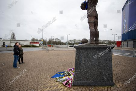 Picture shows fans laying floral tributes to footballer Peter Whittingham, who has died aged 35 at Cardiff City Stadium this afternoon.