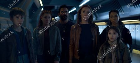 Maxwell Jenkins as Will Robinson, Mina Sundwall as Penny Robinson, Ignacio Serricchio as Don West, Molly Parker as Maureen Robinson, Nevis Unipan as Samantha and Taylor Russell as Judy Robinson