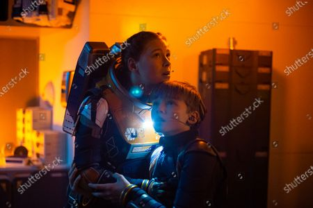 Mina Sundwall as Penny Robinson and Maxwell Jenkins as Will Robinson