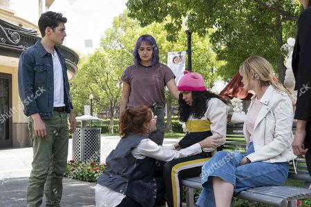 Gregg Sulkin as Chase Stein, Brigid Brannagh as Stacey Yorkes, Ariela Barer as Gert Yorkes, Allegra Acosta as Molly Hernandez and Virginia Gardner as Karolina Dean