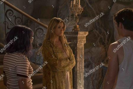 Ariela Barer as Gert Yorkes, Virginia Gardner as Karolina Dean and Gregg Sulkin as Chase Stein