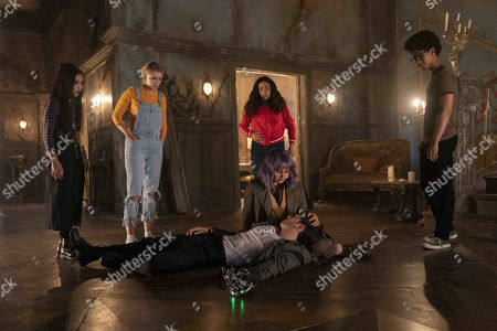 Lyrica Okano as Nico Minoru, Virginia Gardner as Karolina Dean, Allegra Acosta as Molly Hernandez, Ariela Barer as Gert Yorkes, Gregg Sulkin as Chase Stein and Rhenzy Feliz as Alex Wilder
