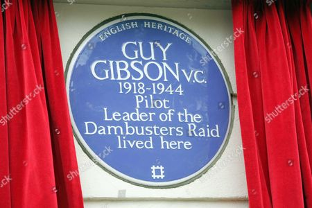 Guy Gibson V.c. (1918-1944) Was Commemorated With An English Heritage Blue Plaque On June 26 2006 At 2pm At 32 Aberdeen Place London Nw8. As A Leader Of The Dambusters Raid Gibson Is One Of The Most Celebrated Heroes Of The Second World War And Sir Winston Churchill Called Him 'one Of The Most Splendid Of All Our Fighting Men.' The Success Of The Mission Was Immortalised In The Classic British Film 'the Dam Busters' (1954) With Richard Todd In The Lead Role As Gibson. Guy Gibson And His Wife Eve Moved To The Flat At 32 Aberdeen Place In The Summer Of 1942 And It Is The Only Address In London At Which Gibson Is Known To Have Lived. The Unveiling Comes At The Same Time As The Bomber Comand Exhibtion At Imperial War Museum North Which Explores The Allied Bomber Campaign In Wwii - And Of Course The Role Of Gibson And The Dambusters. English Heretige Unveiling Of A Blue Plaque On The House That Wartime Pilot And Leader Of The Dam Buster Raids Guy Gibson Lived. L-r Richard Smith House Owner And Proposer. Air Marshall Sir Clive Loader Raf Lloyd Grossman Chairman Of Blue Plaque Panel For Eh Picture By Glenn Copus