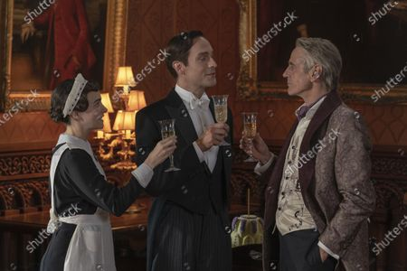 Sara Vickers as Ms. Crookshanks, Tom Mison as Mr. Phillips/Game Warden and Jeremy Irons as Adrian Veidt