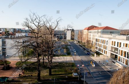 A general view shows the main entrance (R) of the University Hospital Carl Gustav Carus, in Dresden, Germany, 24 March 2020. According to Germany's Saxony state Prime Minister Michael Kretschmer, two Saxony Free State hospital will recieve Covid-19 patients from Italy who are unable to receive treatment in their own country.
