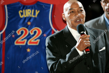Basketball legend Curly Neal speaks during a ceremony as his No. 22 is retired by the world renowned Harlem Globetrotters at Madison Square Garden