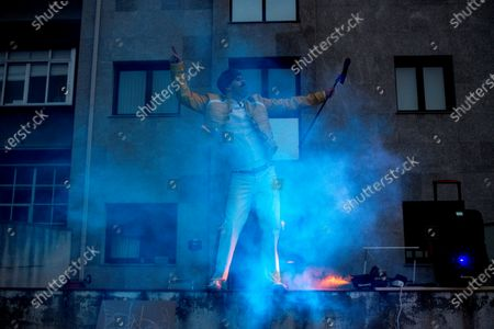 A man impersonating legendary singer Freddie Mercury of the British glam-rock band 'Queen' performs to entertain his neighbors during the confinement in Orense, Galicia, Spain, 29 March 2020. Spain faces the 15th consecutive day of a national lockdown in an effort to slow down the spread of the pandemic COVID-19 disease caused by the SARS-CoV-2 coronavirus.