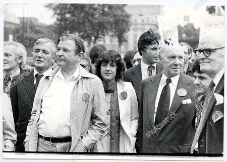 Demonstrations - July - 1979 Actors Protest March: L To R: Nigel Davenport Hugh Manning Claire Clifford Sir Ralph Richardson John Baron. Picture Desk ** Pkt5937-437950