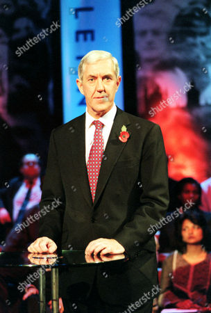 Lwt Television Recording Of 'countdown To The Millenium' 'the Metropolitan Police And Racism'. Metropolitan Police Commissioner Sir Paul Condon Now Lord(paul)condon Of Langton Green Life Peer/june2001 At This Evenings Tv Programme.